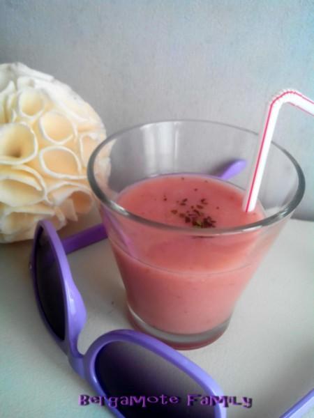 Soupe froide de melon jaune et fraise à la menthe