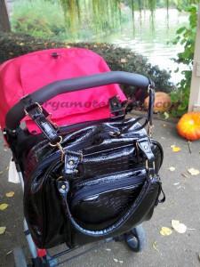 Croco Bag de Baby on Board attaché à la poussette
