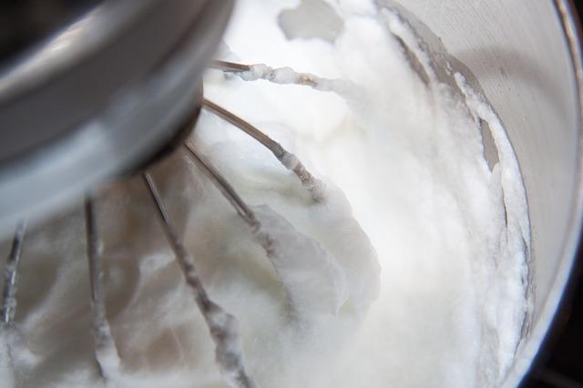 egg-white-snow-232650_640