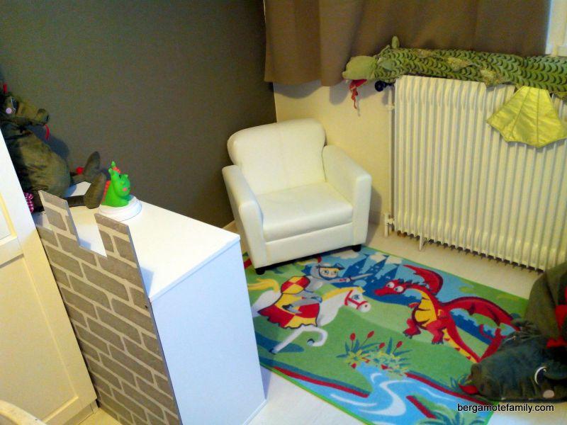 enfants am nagement d 39 un coin lecture chevalier dragon bergamote family. Black Bedroom Furniture Sets. Home Design Ideas