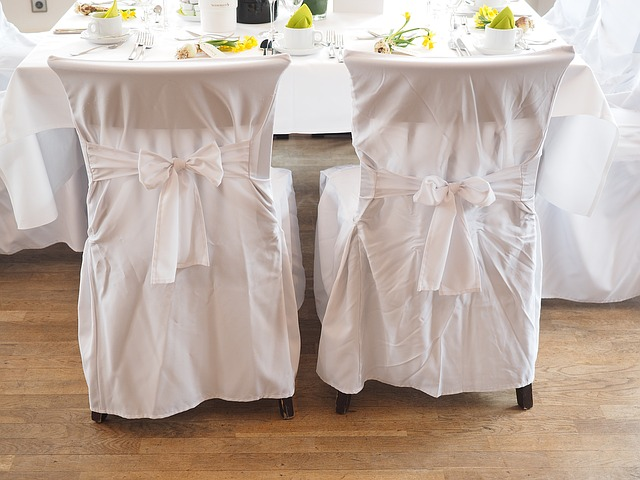 wedding-chairs-1174153_640
