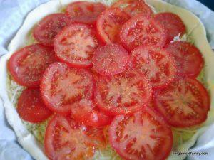 Tarte à la tomate avant cuisson